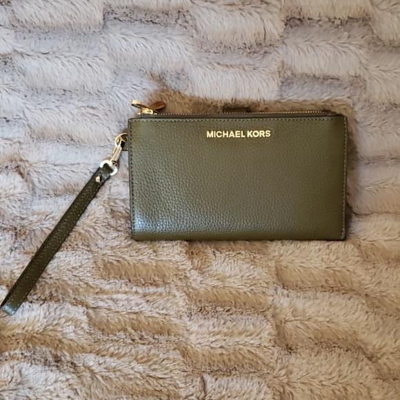 Michael Kors Handbags - Michael Kors Double Zip Wristlet